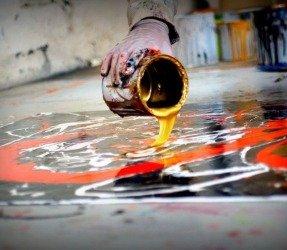 pouring-gold-paints