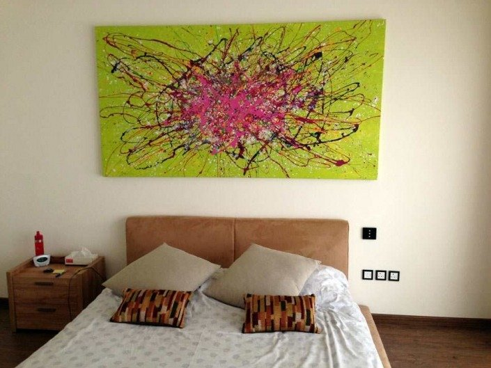 Lime and pink art in Dubai