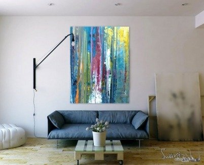 MINIMAQL LIVING ROOM WITH ART HANGING