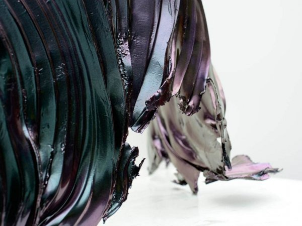 purple-and-green-olour-changing-sculpture-1