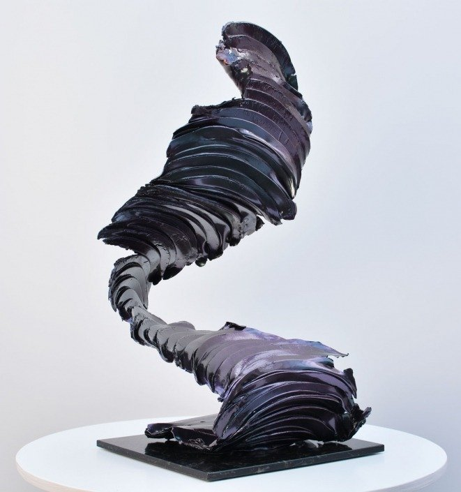 tall-colour-changing-sculpture-1