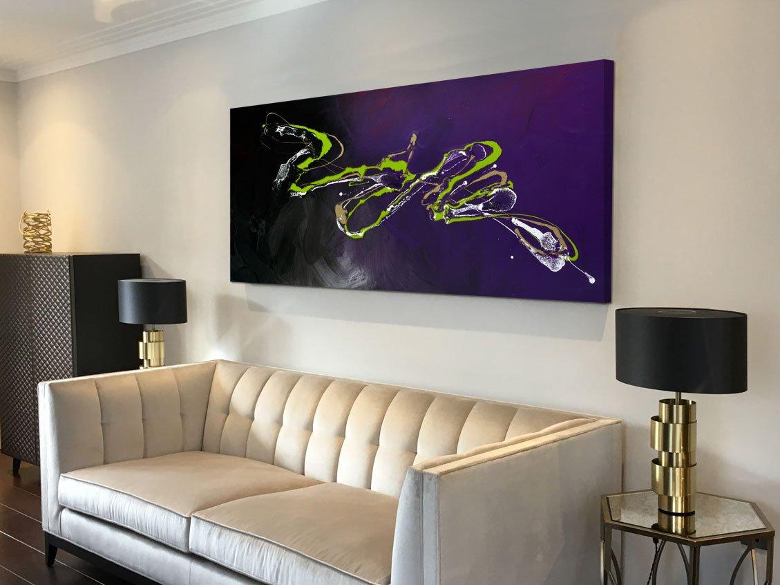 Peinture d\'art abstrait violet et vert avec des accents d\'or et de noir